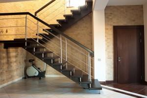 Biztonság a társasházakban is: Fedezze fel márkás lépcsőházi ajtóink kínálatát!